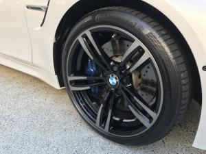 silver and black BMW Rim